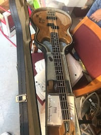 VINTAGE BASS MINT CONDITION WITH CASE  New York, 10312
