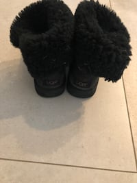 Authentic UGGS - Size 7 Burnaby, V5C