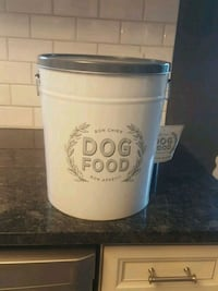 Dog food container St. Catharines, L2M 7Y9