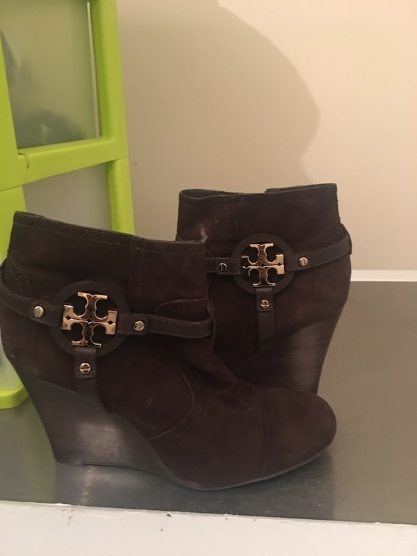 Authentic Tory Burch bootie size 10 brand new