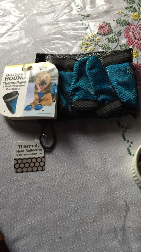 black and blue Outward Hound thermo paws pack