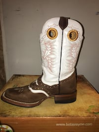 Ched boots  Henderson, 80022