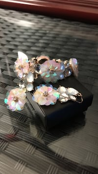 Mother of pearl coloured expansion bra left and drop earring set   Ever worn