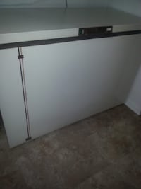 Freezer, 24 cubic feet, chest style, Kenmore brand, cream colour Toronto, M9C 1G9