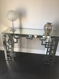 Mirrored Accent/Hall Table  Kleinburg, L4H