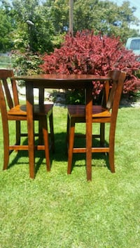 Hardwood drop leaf table with 2 chairs Boise, 83704