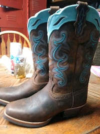 pair of brown-and-teal leather cowboy boots Delhi, 95315