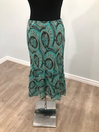High/ low skirt size L Keswick, L4P 3P2