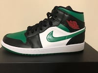 DS Air Jordan 1Pine Green.Never Worn