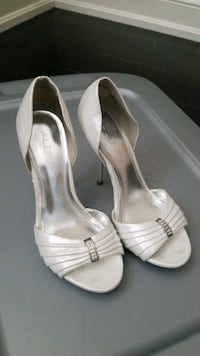 Size 7 White and Chrome Stiletto Heels Mississauga, L5M 0B7