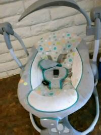 baby's white and gray bouncer El Paso, 79904