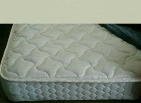 8 inches queen matress good condition