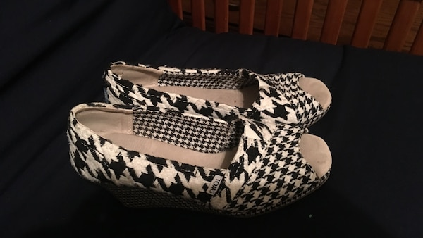 6070144d4c0 Used Toms Houndstooth Wedges for sale in Anniston - letgo