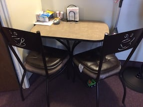 Kitchen Tablew/2chairs with coffee logo in good condition it's my moms