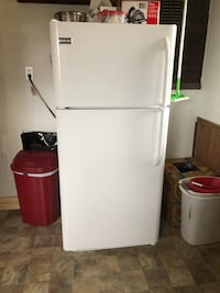 White top-mount refrigerator Strawberry Plains, 37871