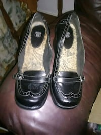 pair of black leather shoes Newton, 28658