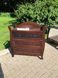 Baby changing table wood Lorraine, J6Z 4L1