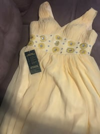 White and yellow floral sleeveless dress London, N6B 0A5