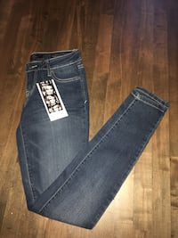 Size 26 Jessica Simpson fitted kiss me jeggings- new ! Laval, H7L 5V2