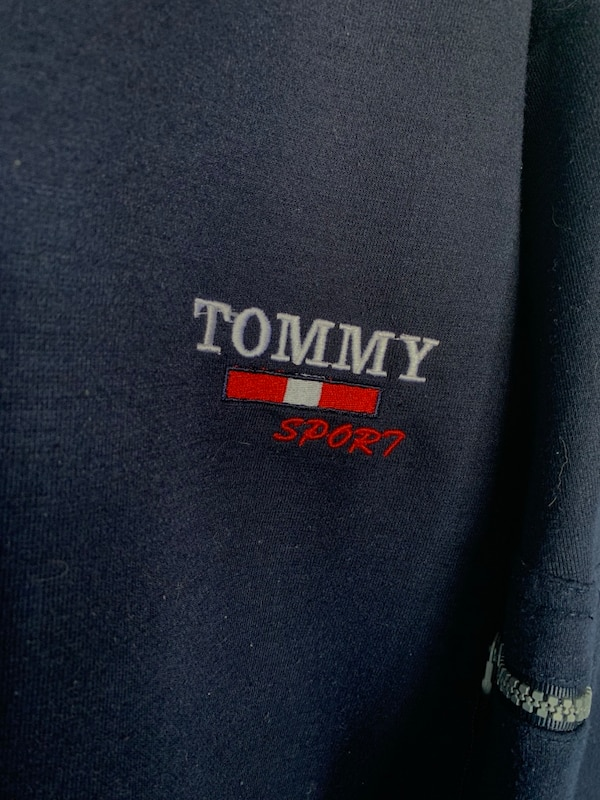VINTAGE Tommy Hilfiger Sweater  91be35bf-4d5b-4542-acd6-0670bf0e4c98