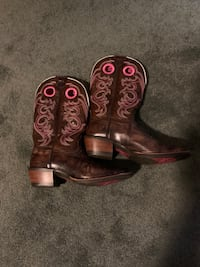 Ariat ladies cowgirl boots size 8.5