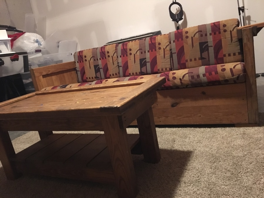 Used couch coffee table end table set in new albany for Classic furniture new albany in