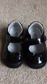 Toddler girls black patent leather stride rite mary Janes size 4 W Baltimore, 21221