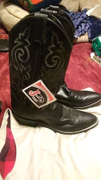 Never worn Justin Boots Sz 10.5 style 1409 black Chunky, 39323