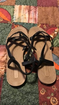Size 8 black sandal only worn once