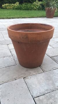 medium clay pot Miami, 33138