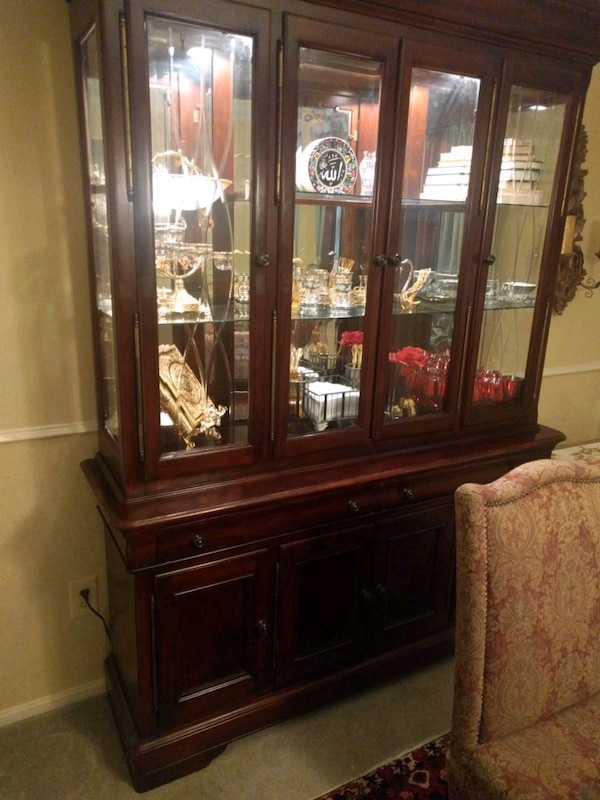 brown wooden framed glass display cabinet 4bc9b97c-5ce1-4700-bf5d-9ba13b36a0d2