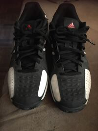 Great condition Adidas  Men's Running Shoes.  Aurora, L4G