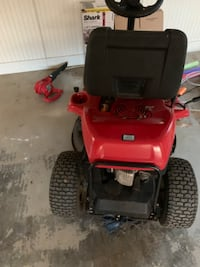 Barely used riding lawnmower (like new)