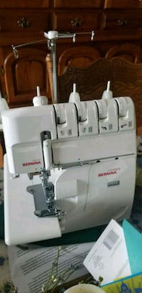 Bernina serger Narvon, 17555