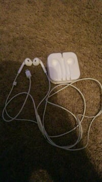 Iphone earbuds  Commerce Charter Township, 48390