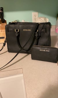 MK purse with matching wallet Lancaster, 01523