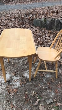 rectangular brown wooden table with four chairs dining set Marlboro, 07751