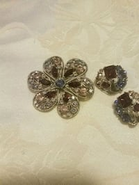 Vantage Brooch pin Set  for Holiday with glass stone.
