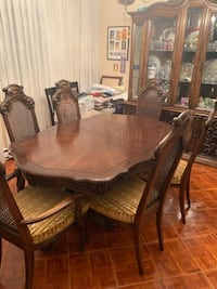 Beautiful solid wood 9 piece dining  room set Beaconsfield, H9W 2M1