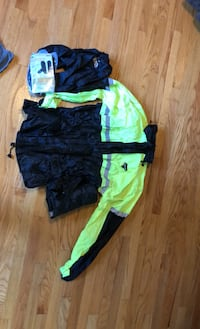 Rainsuit : Men's Storm rider Size XL with glove and boot covers.