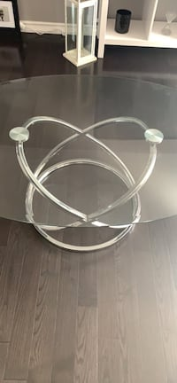 """Coffee table Dimensions: 32""""width 19.5""""height 48""""length paid $349.00+taxes very good condition Toronto, M9L 2G6"""