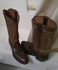 Almost new mens cowboy boots 2038 mi