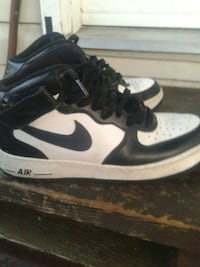 pair of black-and-white Nike Air Force 1 shoes Surrey, V4N 0K1