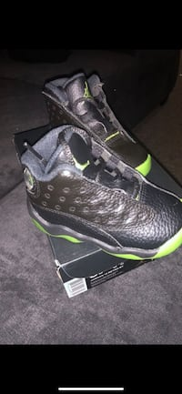 Unpaired black and green air jordan basketball shoe Arlington, 22202
