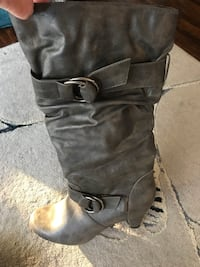 Winter boots - grey with heal  Toronto, M1M 2G2