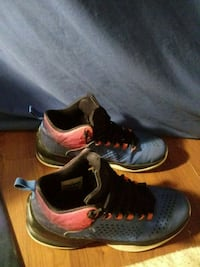 pair of black-and-red Nike running shoes New Haven, 06519