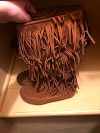 pair of brown fringe boots Pekin, 61554