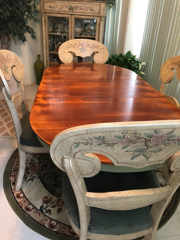 Pulaski solid wood destressed dining set. 5da60399-9dfc-477e-82b9-a74bf14239df