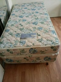 white and blue floral mattress Frederick, 21702