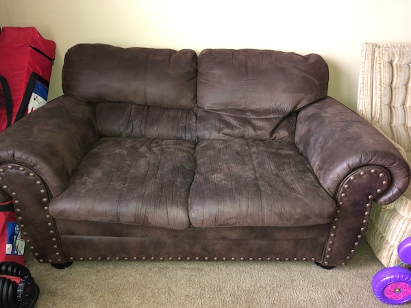 Dark brown microfiber couch set usado en venta en Lenorah - letgo